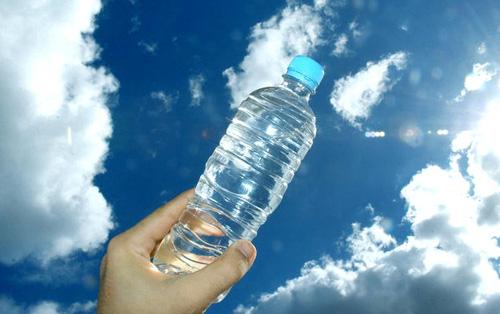 Học sếp Nhật từ chai nước uốngthừa